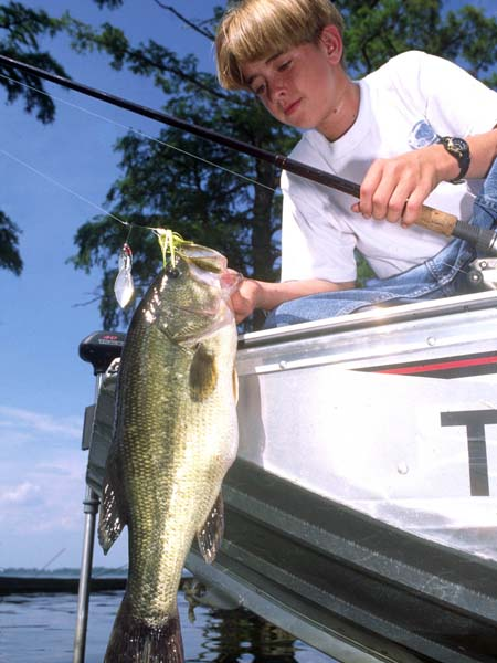 Pay-to-Fish Trophy Bass Lakes Give You the Most for Your Dollar