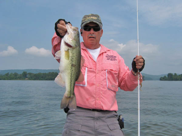 Some winning techniques of bass fishing for Lake guntersville fishing hot spots