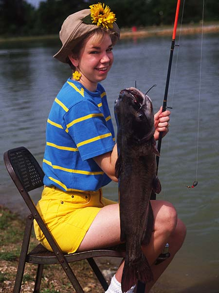 Catch creekbank catfish for fun and relaxation with john e for Jug fishing for catfish